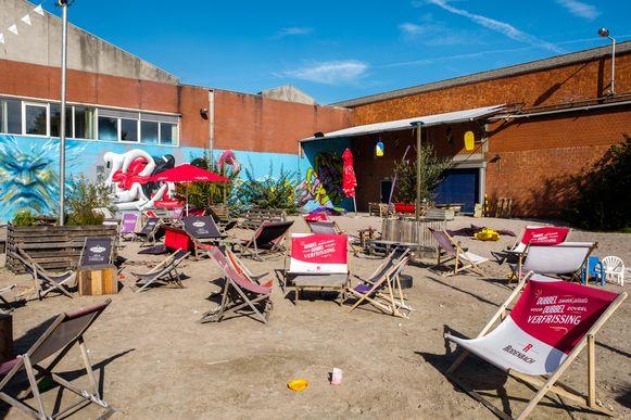 De Edegemse zomerbar Kaffée Allée op de vorige locatie aan de oude fabriekssite van Agfa-Gevaert waar momenteel gebouwd wordt aan het Minerve-project.