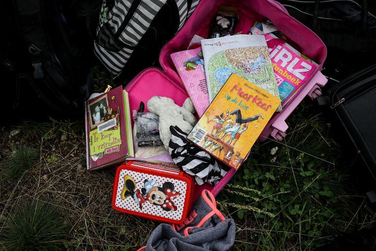 Een tas met kinderspullen. Beeld null