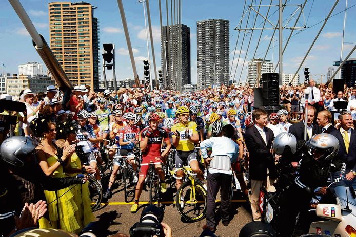 De Tour de France begon in 2010 op de Erasmusbrug. Ook toen was Ahmed Aboutaleb burgemeester van Rotterdam.
