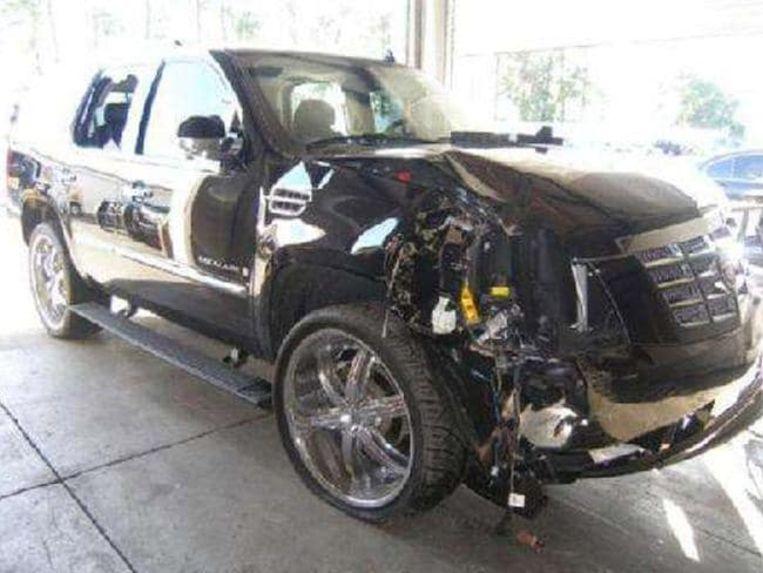 De beschadigde Cadillac Escalade van Tiger Woods.