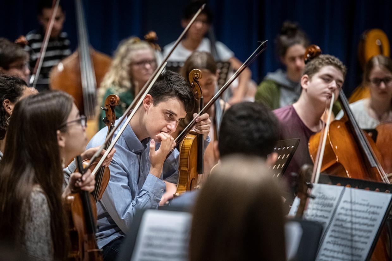 Young, het nieuwe jeugdorkest van het Concertgebouworkest repeteert in het Nederlandse Ede.