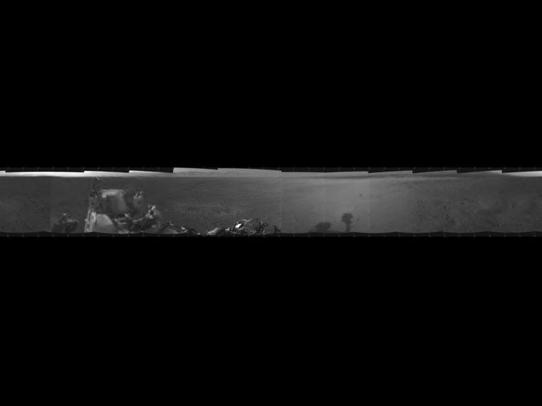 Curiosity stuurde gisteren de eerste 360 graden foto van zijn landingsplek op Mars in de Gale krater. Beeld Nasa