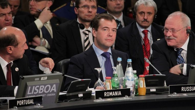 De Russische president Dimitri Medvedev tijdens een NAVO-top in Lissabon in november. Beeld photo_news