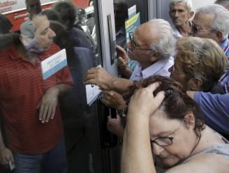 """""""Grieken trokken 8 miljard euro van rekeningen"""""""