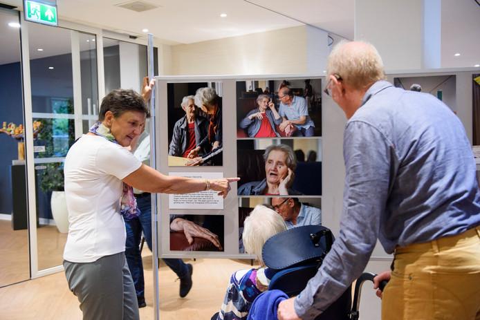 Creatieve passies van 9 mensen die aan dementie lijden zijn op foto's vastgelegd.