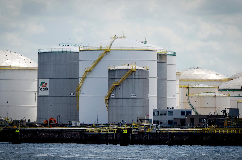 Olie-opslag van Vopak in de Rotterdamse haven.