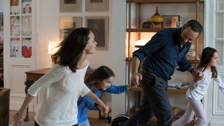 Vanaf links: Bérénice Bejo, Jade Soentjens, Cédric Kahn en Margaux Soentjens in L'économie du couple. Beeld