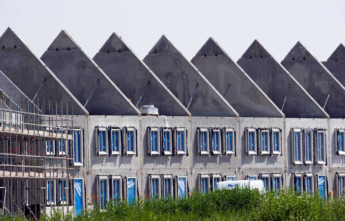 Het kabinet trekt miljoenen euro's uit om versneld huizen te bouwen.