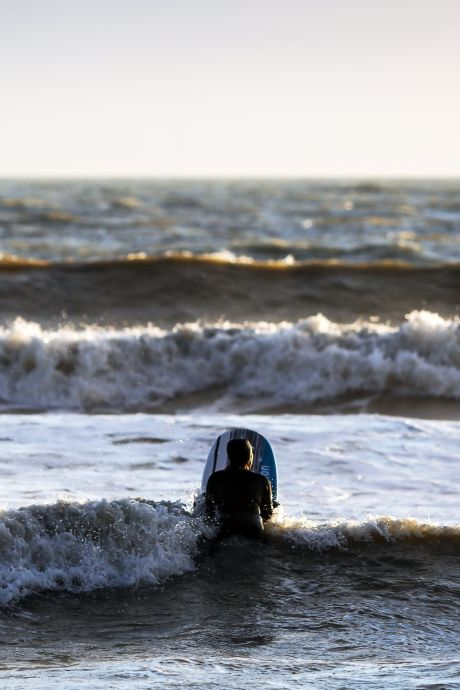 Une surfeuse meurt frappée par la foudre