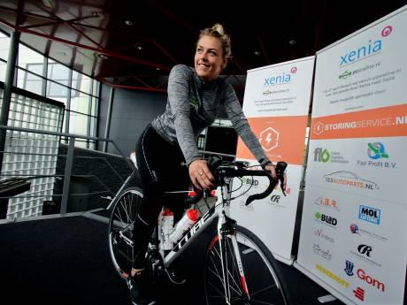 Dordtse Joraline fietst in twee weken naar Milaan voor jongerenhospice