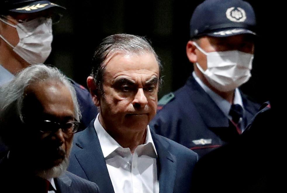 Carlos Ghosn verlaat in april 2019 het Huis van Bewaring in Tokio, als hij op borgtocht vrijkomt.