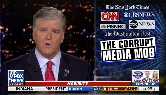 Sean Hannity verwijt andere media dat ze zwijgen over de verkiezingsfraude.