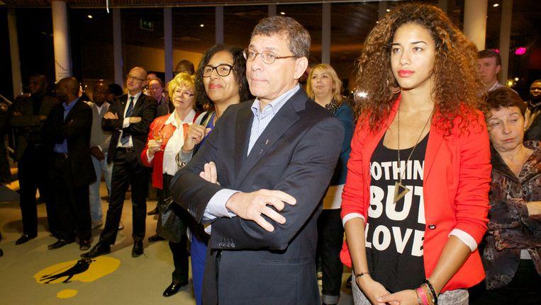 Marcel la Rose luistert samen met zijn vrouw en dochter naar de mensen die hem toespreken. Beeld Auke van der Hoek