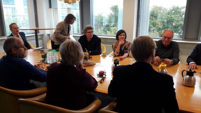 Fractievoorzitters komen samen in Provinciehuis.
