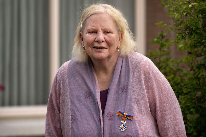 Annelies van de Ven kreeg een lintje voor haar goede werk voor arme kinderen in India.