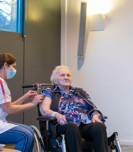 Tini (101 jaar), die de Spaanse griep nog meemaakte,  krijgt de eerste coronaprik: 'Ze weet hoe gevaarlijk een pandemie kan zijn'
