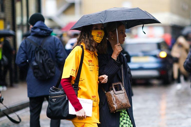 Het modemerk Off-white stelde tijdens de London Fashion Week in februari al een mondkapje voor. Prijskaartje: 1.205 dollar. Beeld Getty Images
