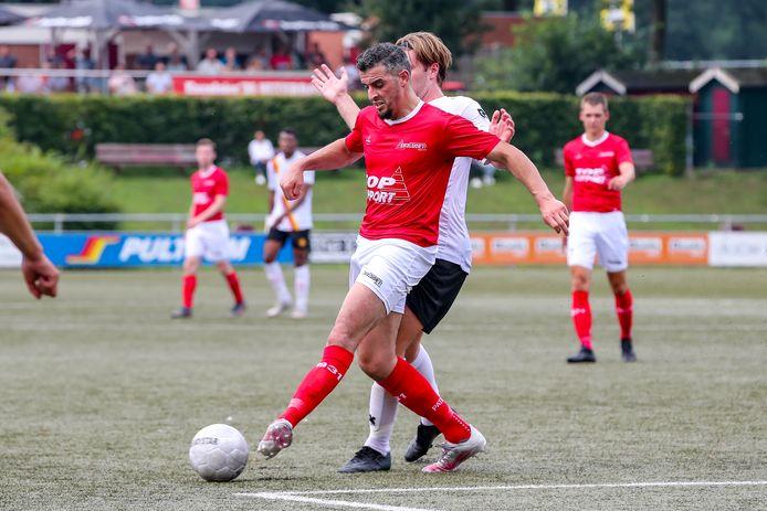 Excelsior'31-speler Hakim Ezafzafi was tweemaal trefzeker in de provinciederby tegen Staphorst.
