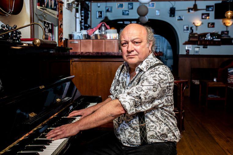 De kastelein van café De Pianist, Rob Langereis. Beeld Nosh Neneh