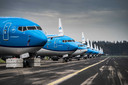 Door het coronavirus blijven de toestellen van KLM aan de grond.