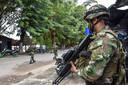 Colombiaanse militairen patrouilleren in het departement Arauca, een gebied waar nog altijd FARC-rebellen actief zijn.