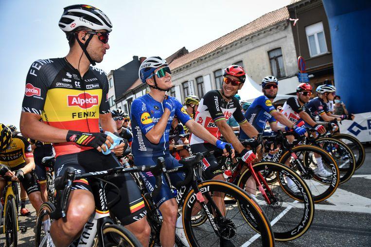Belgisch kampioen Dries De Bondt, Remco Evenepoel en Philippe Gilbert aan de startlijn. Beeld BELGA