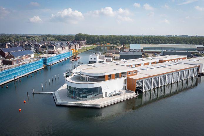 The Boatshed is een opvallend gebouw in het Goese havengebied. Links is de wijk Goese Diep te zien.