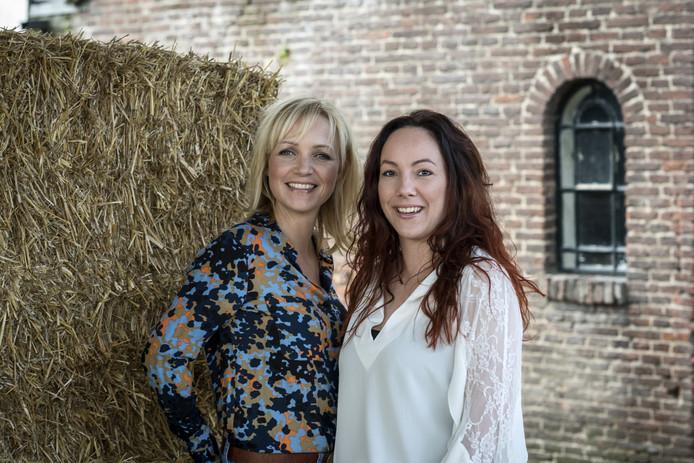Michelle van Asseldonk met presentatrice Yvon Jaspers.