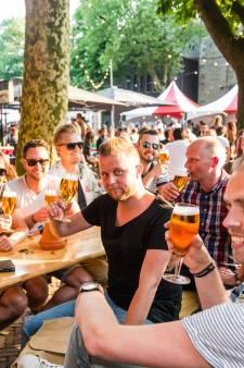 Een lange, warme avond bierproeven op Domplein