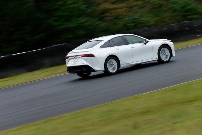 De Toyota Mirai komt volgend jaar naar Nederland en is stukker goedkoper dan zijn voorganger