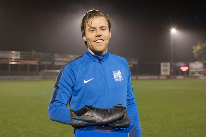 Jurian van den Brink heeft met zijn wondersloffen in de laatste weken opmerkelijke doelpunten gemaakt. Mede daardoor is SDC Putten kandidaat voor de periodetitel.
