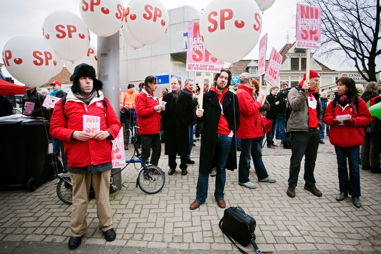 Jonge leden zijn belangrijk voor de SP omdat zij vaak van de partij zijn bij acties, zoals in 2011, tegen bezuinigingen op het openbaar vervoer in Amsterdam. Beeld Gabriel Eisenmeier