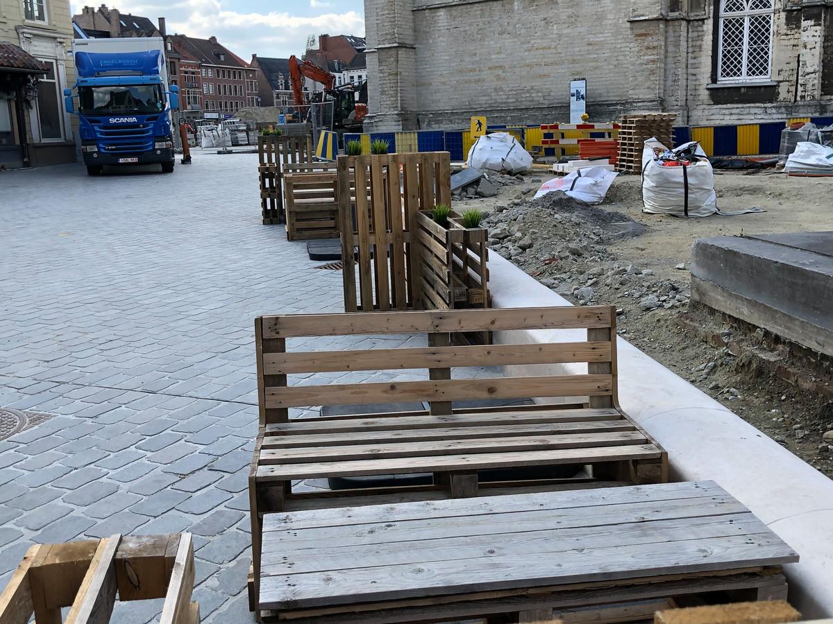 Een gepast terras tussen de werken op de Kalkmarkt.
