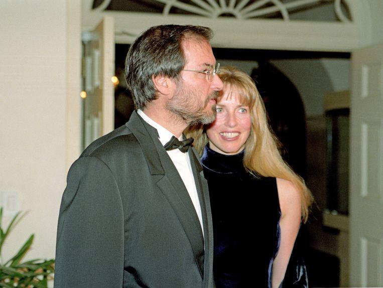 Steve Jobs en Laurene Powell Jobs arriveren voor een staatsdiner in het Witte Huis in 1997.  Beeld Photo News