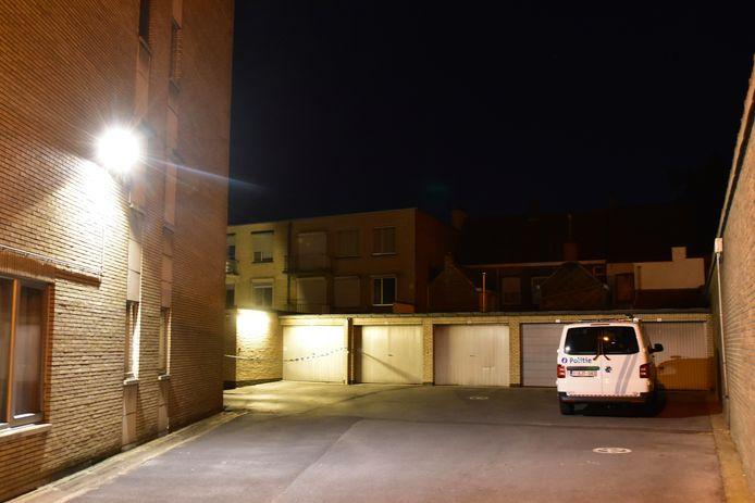De politie sloot de omgeving af nadat in de Koning-Albert I-laan in Roeselare een 61-jarige man om het leven kwam na een val van het balkon van zijn flat.