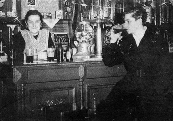 Liliane Saudemont (rechts) kon pinten drinken als een man.