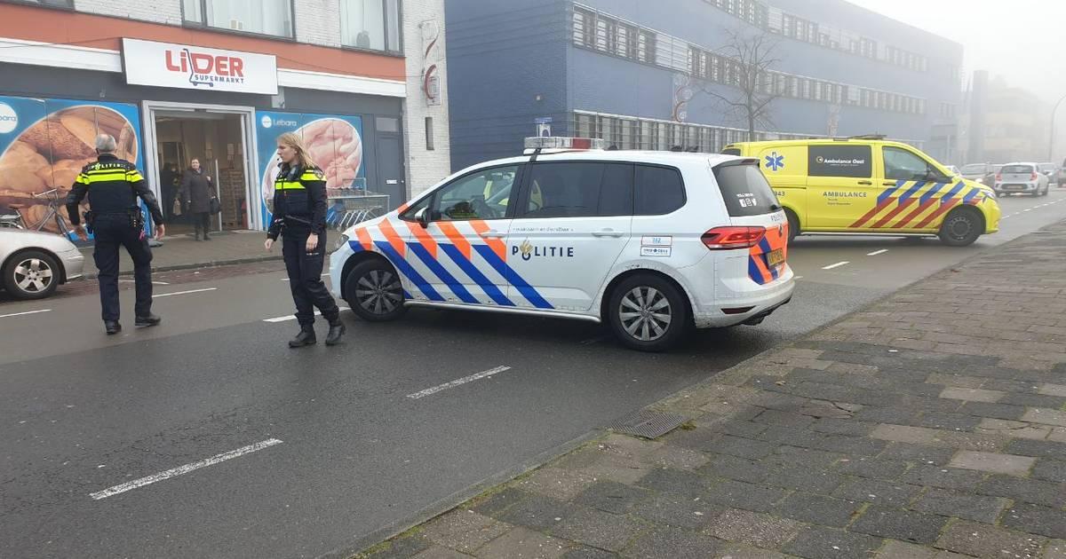 Voetganger raakt gewond door botsing met auto in Hengelo.