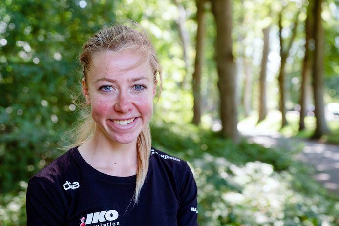 Portret in Natuurgebied Oranjewoud. Esmee Visser neemt ons, voor de rubriek Stadsmens in het AD, mee naar haar favoriete plekjes in Heerenveen.