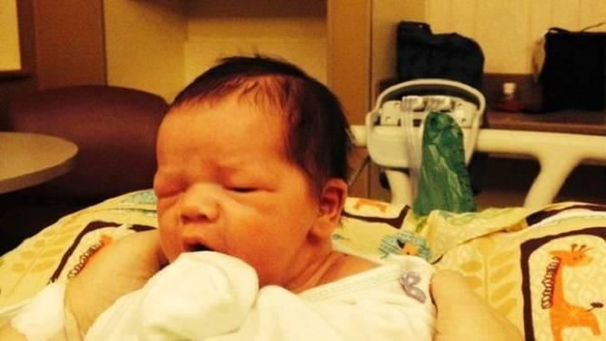 Pasgeboren baby blind nadat verdwaalde kogel van jager zijn hoofdje doorboorde