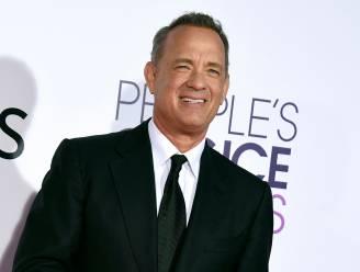 Bruidspaar overrompeld als Tom Hanks inbreekt op bruiloft en op de foto gaat