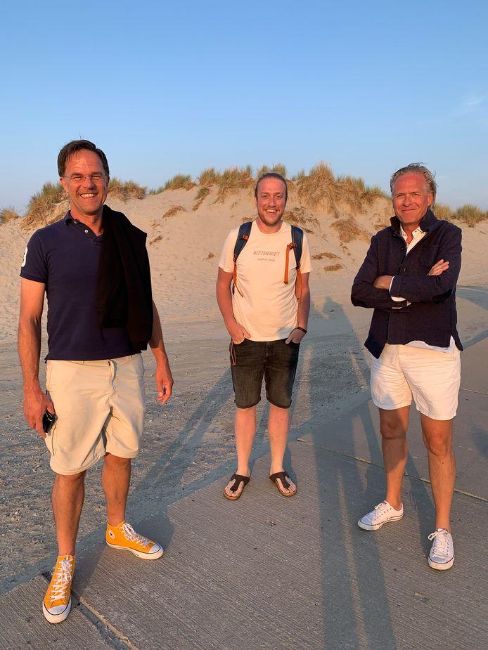 Bert-Jan Westerink uit Wezep tussen premier Rutte en Jort 'professor' Kelder.