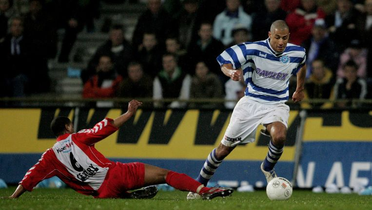 Berry Powel in shirt FC Emmen (rechts) Beeld ANP