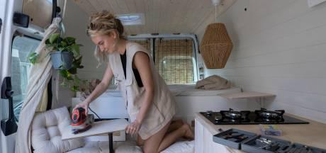Waalrese Lisa van Kaathoven (22) verwezenlijkt droom en trekt met zelfgemaakte camper de wijde wereld in