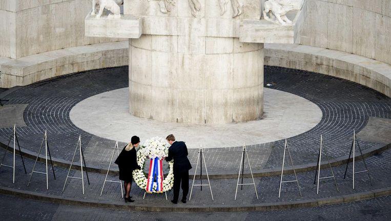 Koning Willem-Alexander en koningin Máxima tijdens de dodenherdenking op de Dam, 2014. Beeld null