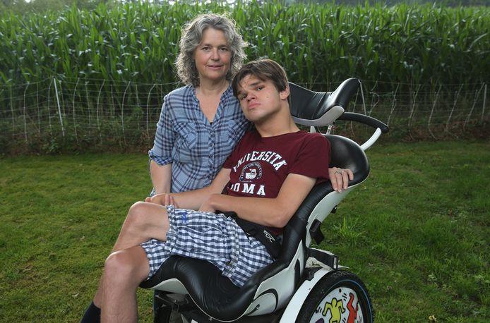 Sarike de Zoeten met haar zoon Bram.