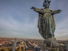 Nederig aan de voeten van Jezus Waaghals op Paterskerk Eindhoven