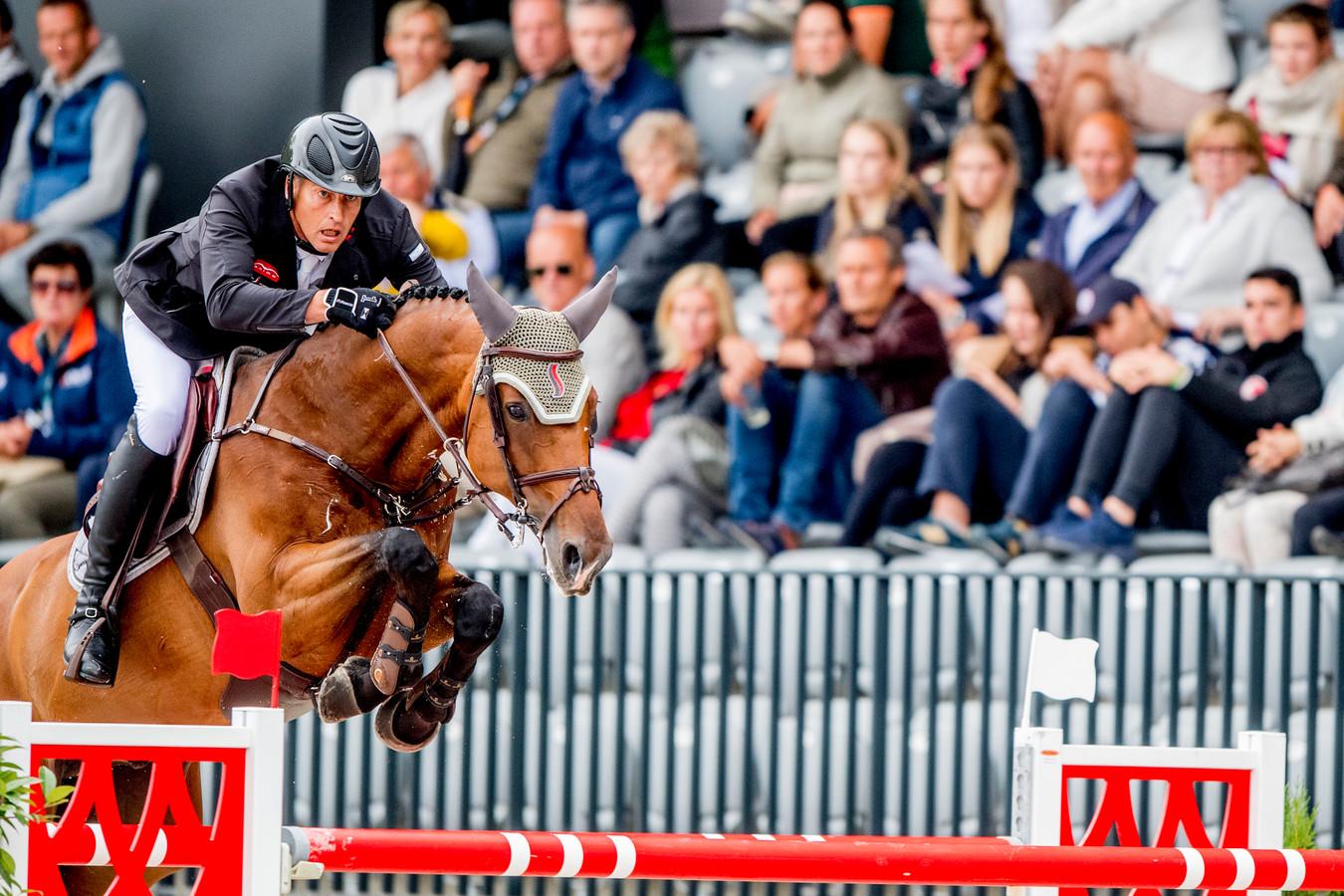 Marc Houtzager is met Sterrehof's Calimero kandidaat voor de Olympische Spelen, maar wedstrijden springen is er deze maand niet bij.