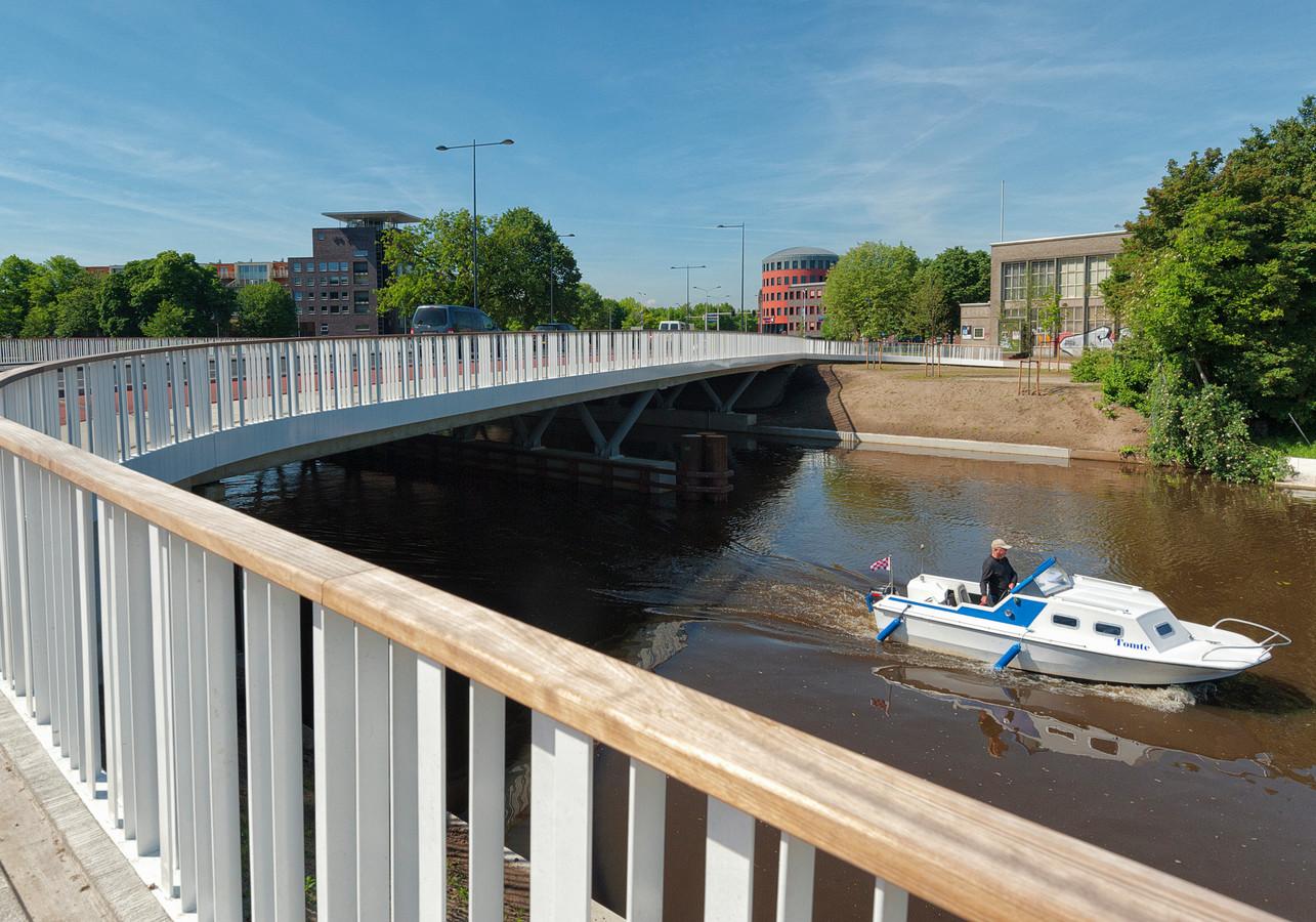 BREDA - Het college van B en W gaat bekijken of er mogelijk ten noorden van de Koning Willem-Alexanderbrug nog ligplaatsen voor bootjes bij kunnen komen. Op de Bredase singels is geen plek meer.
