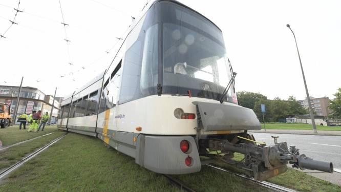 Tram van lijn 6 ontspoord bij P+R Olympiade: buslijnen 17 en 22 vangen pendelaars op