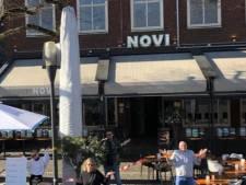 Rood lint om terrassen in Enschede, als statement van horeca